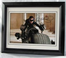 """A31AHCW ANNE HATHAWAY SIGNED - """"CATWOMAN"""""""